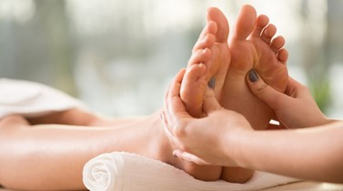 How reflexology (foot therapy) can help in pregnancy