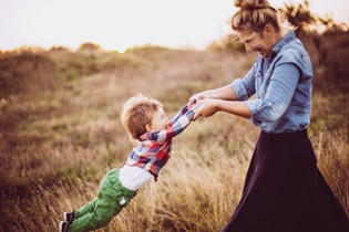 10 ways to remember those precious childhood moments
