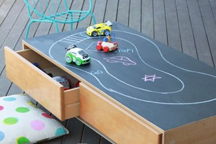 Make your own ever-changing play table