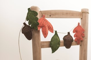 Craft: a sweet and simple felt garland